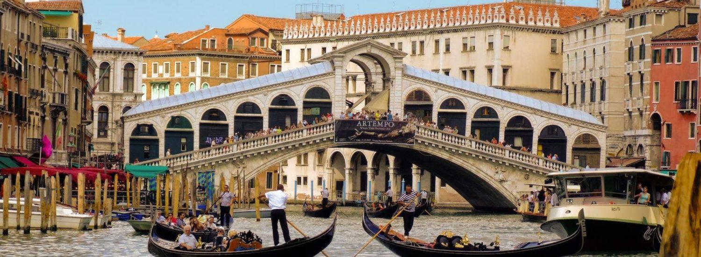 Raggiungi Venezia in pochi minuti grazie alle vicine stazioni dei treni ed autobus